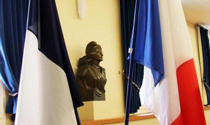 Marianne, drapeaux tricolores